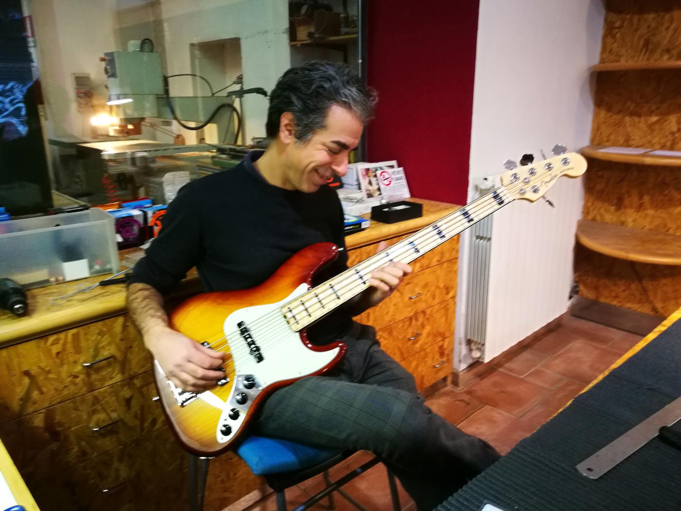 Luca Lindemann Brand-X Design Jacaranda Fender Jazz Bass