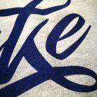 T-Shirt Logo Duke blu Floccato particolare